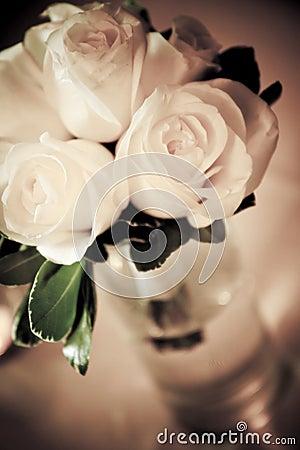 Biały bukiet róże