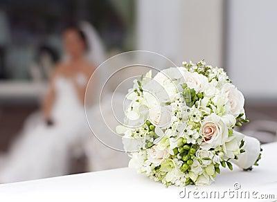 Biały ślubny bukiet