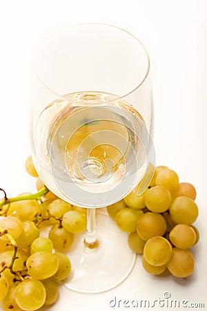Biały wino i winogrona