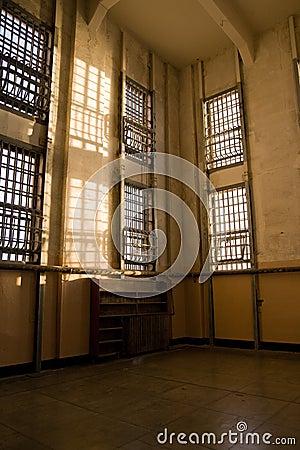 Biblioteca abandonada em Alcatraz