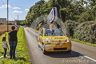 Bic-bil under Le-Tour de France Redaktionell Arkivfoto