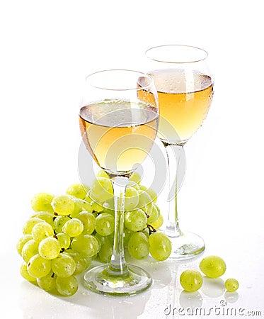 Bicchieri di vino con la vite e l 39 uva da tavola immagini stock immagine 26270884 - Uva da tavola bianca ...