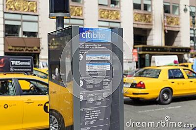 Bici de New York City que comparte la estación Imagen editorial