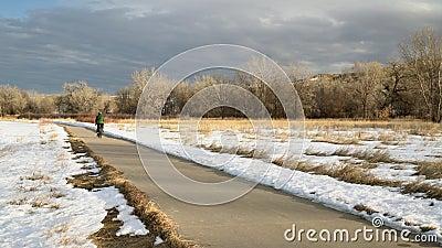 bicicleta turística-inverno-6 video estoque