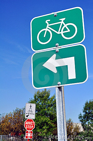 Bicycles turn left sign
