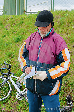 The bicyclist on rest considers a book