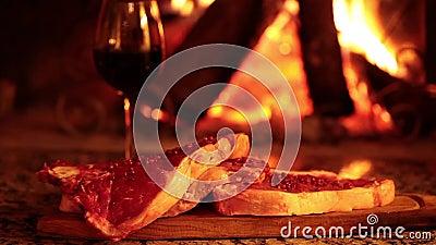 Biftecks de boeuf crus en Front Of Fireplace