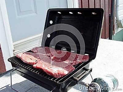 Biftecks sur un barbaque