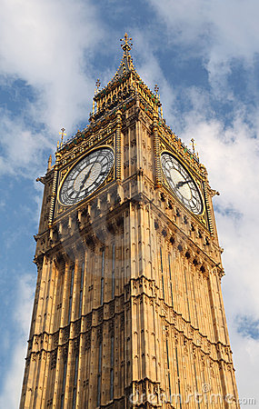 Big Ben is famous English clock chimes in London