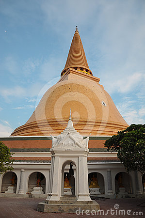 Big Jede or Stupa is bigger in Thailand