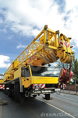 Mobile crane vehicle