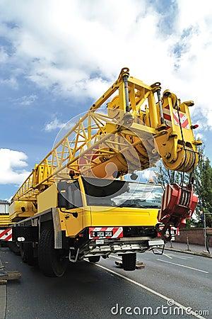 Mobile crane vehicle
