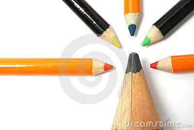 The big pencil and five small color pencils on a horizontal