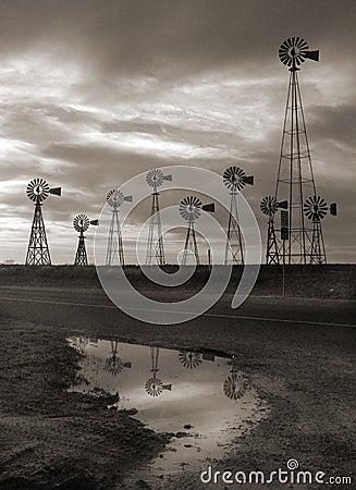 Free Big Sky Texas Windmills Royalty Free Stock Photo - 4383885