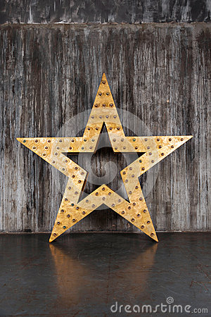 Free Big Star On The Background Of Concrete Wall Stock Image - 69339381