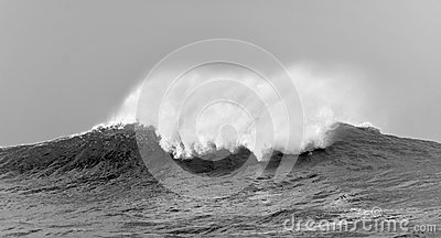 Big  waves on cloudy day.