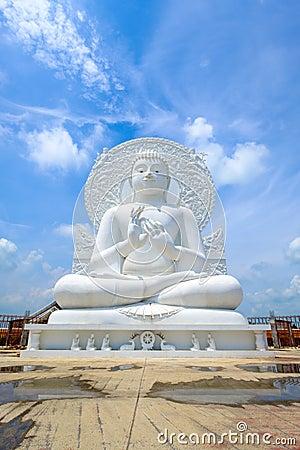 Free Big White Buddha Statue Royalty Free Stock Photography - 78332467
