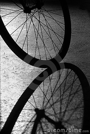 Free Bike Wheel Shadow Royalty Free Stock Image - 979536