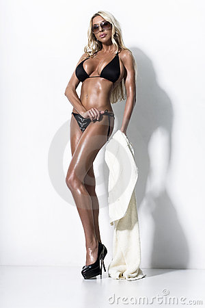 Free Bikini Fashion Model Royalty Free Stock Image - 14478946