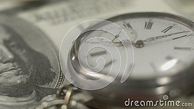Billet d'un dollar de Benjamin Franklin 100, argent, temps, système financier banque de vidéos