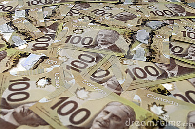 100 billetes de banco del dólar canadiense.