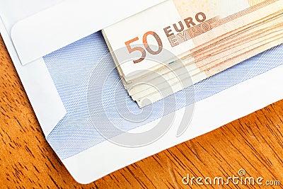 Billetes de banco en el sobre