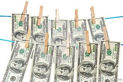 Billets d un dollar séchant sur une corde