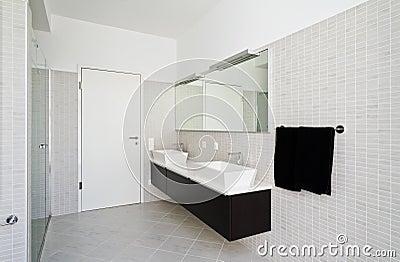 Binnenlands huis, badkamers