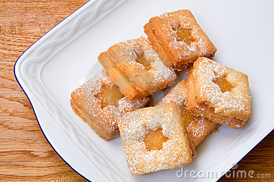 Biscuits with lemon curd