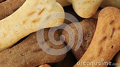 Biscuits sous forme d'os banque de vidéos