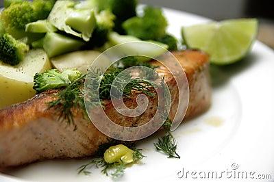 Bistecca di color salmone cotta