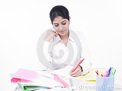 Biurko kobiety jej biurowy działanie