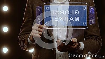 Biznesmen pokazuje globalny rynek hologramu zdjęcie wideo