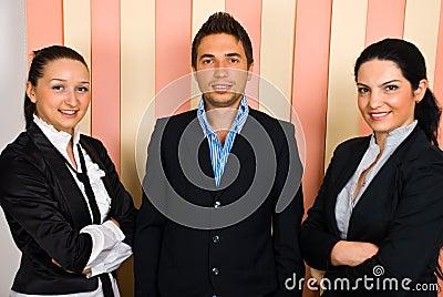 Biznesowa szczęśliwa drużyna