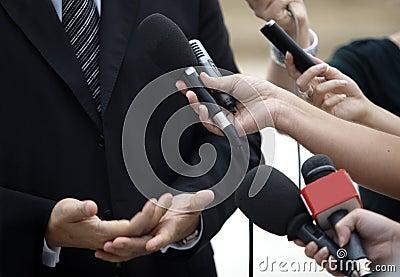 Biznesowej konferenci dziennikarstwa spotkania mikrofony
