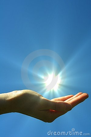 Błękitny ręki nieba słońce