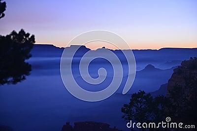 Blå soluppgång i Grand Canyon