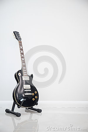 Free Black Electric Guitar Stock Image - 58332301