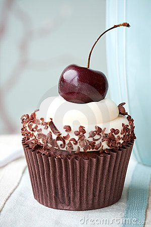 Free Black Forest Cupcake Royalty Free Stock Image - 22103526
