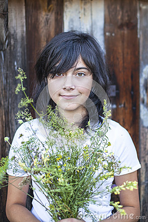 Free Black-haired Teen Girl With A Bouquet Of Greenery Royalty Free Stock Images - 48723669