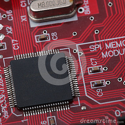 Free Black IC On Red PCB Royalty Free Stock Photography - 45635827