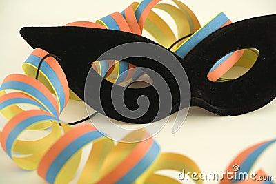 Black mask and streamer