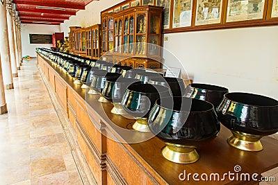 Black monk bowl