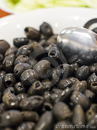 Black olives in bowl
