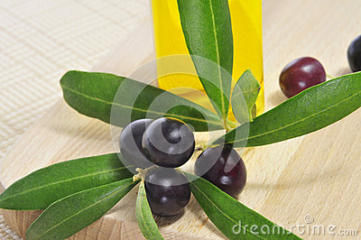 Black olives and olive oil