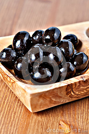 Black pitted marinated olives