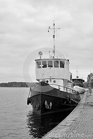 Black and white photo of the ship.