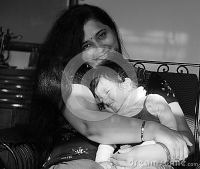 Black and white picture of mother-daughter in blissful mood
