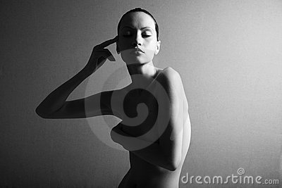 Black & white portrait of nude elegant girl
