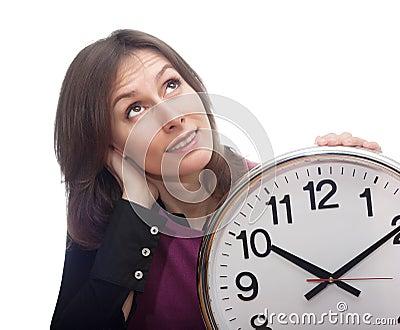 Blanco aislado pensativo del tiempo de reloj de la mujer